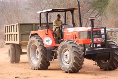 Ein Traktor für die Elefanten