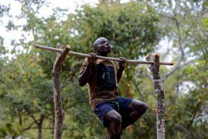 Matthews Banda einer unserer dienstältesten Wildhüter. Er arbeitet seit 2012 bei der WAG und ist ein ganz besonderer Typ: Souverän, humorvoll, aber mit einem Willen aus Stahl. Diese Kombination macht ihn zu einem perfekten Anführer. Und außerdem ist er unglaublich fit und stark. (c) Wildlife Action Group